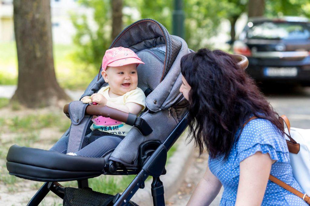 Zoé & Szabina - Torma mama meglátogatása
