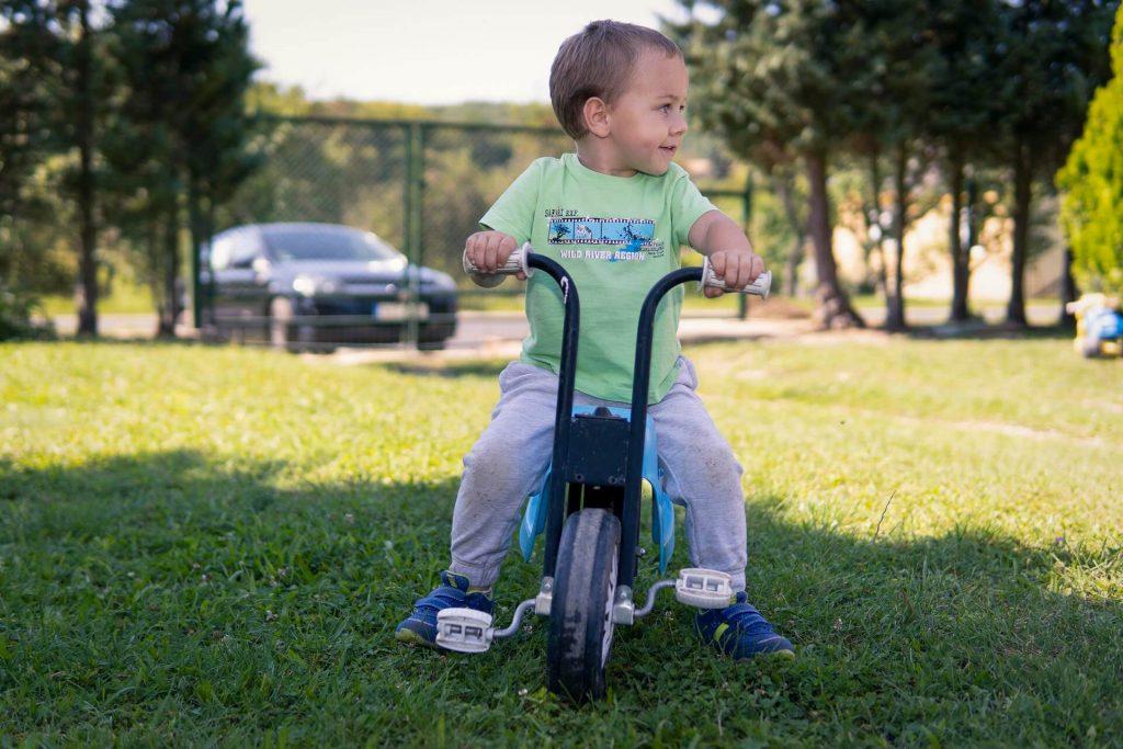 Pulai babalátogatás - Gáborka a biciglin