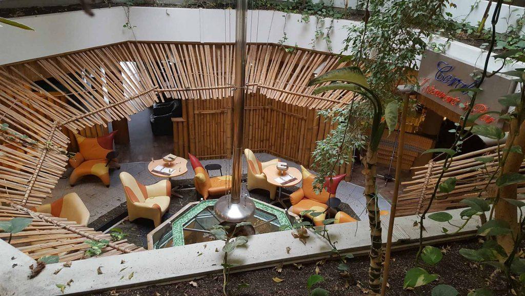 Mendan hotel bár része