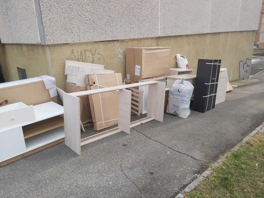 Bútorok átvitele a Cserhát utcai lakásunkba
