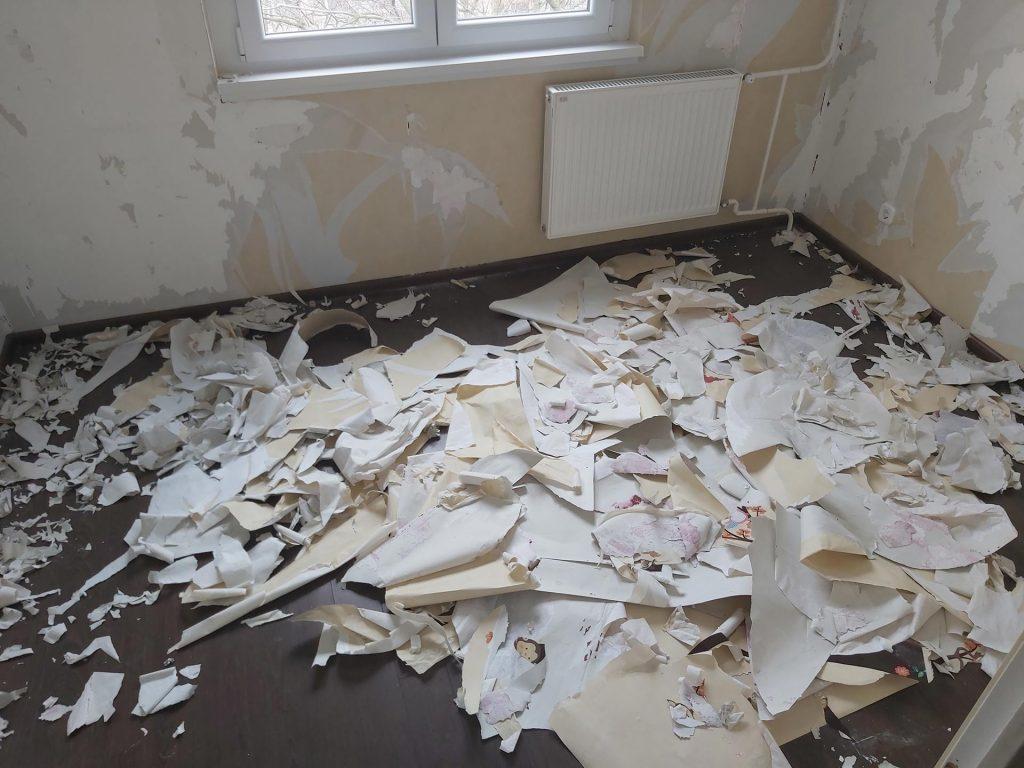 Cserhát utcai lakásfelújítás - tapéta leszedési Dani szobájában