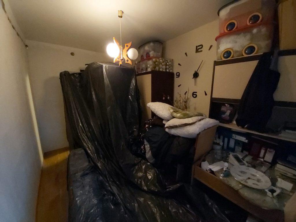 Fő utca lakás felújítása - villamos vezeték cseréje a középső szobában