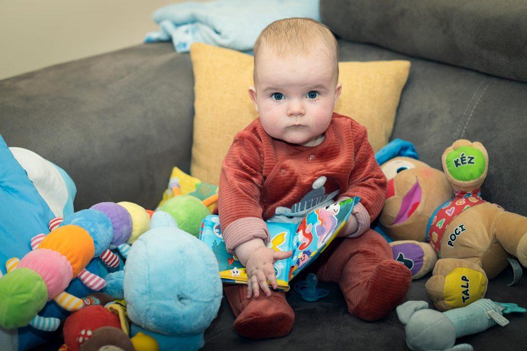 Biró Dániel ülve játszik